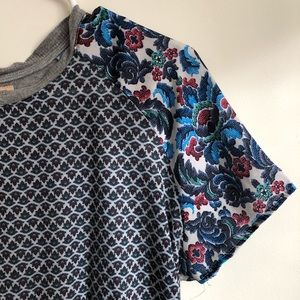 Zara Floral Tee on Size S